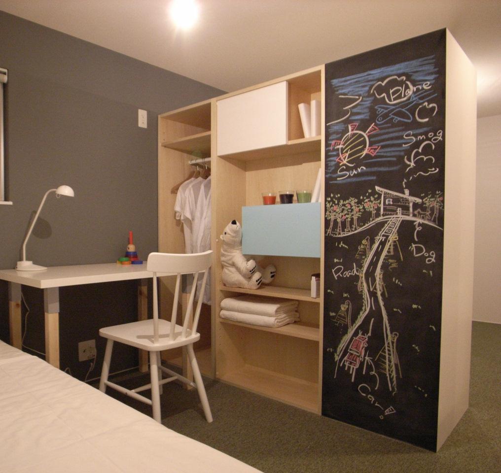 オーダー家具・部屋の間仕切りにもなる移動可能な収納ユニット