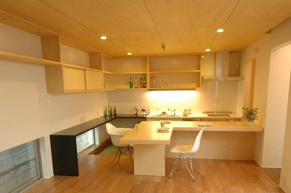 オーダー家具・突板を使用した造作カウンターと壁面収納