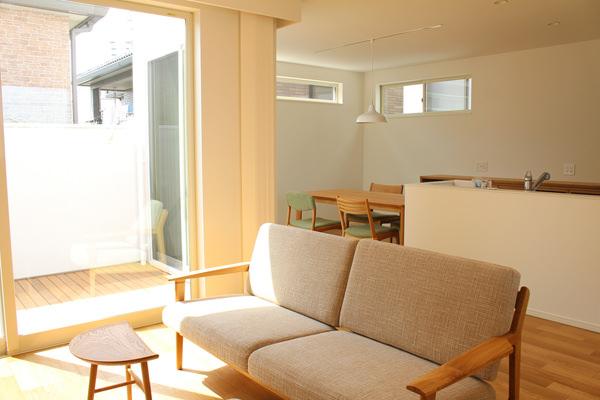 オーク無垢家具のリビングダイニングのインテリアコーディネート