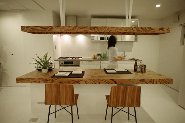 造作家具・ゼブラウッドを使ったダイニングテーブルと照明