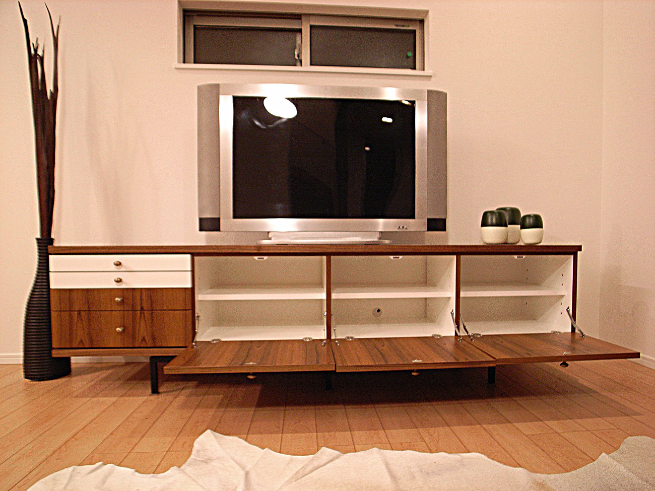 modern vintage tv board. Black Bedroom Furniture Sets. Home Design Ideas