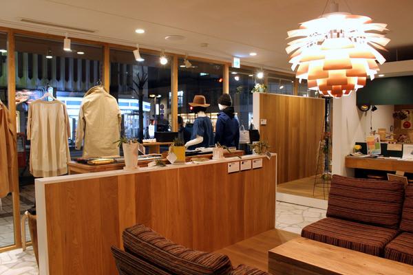 アパレル、インテリア、カフェのあるライフスタイルショップを併設した建築設計所