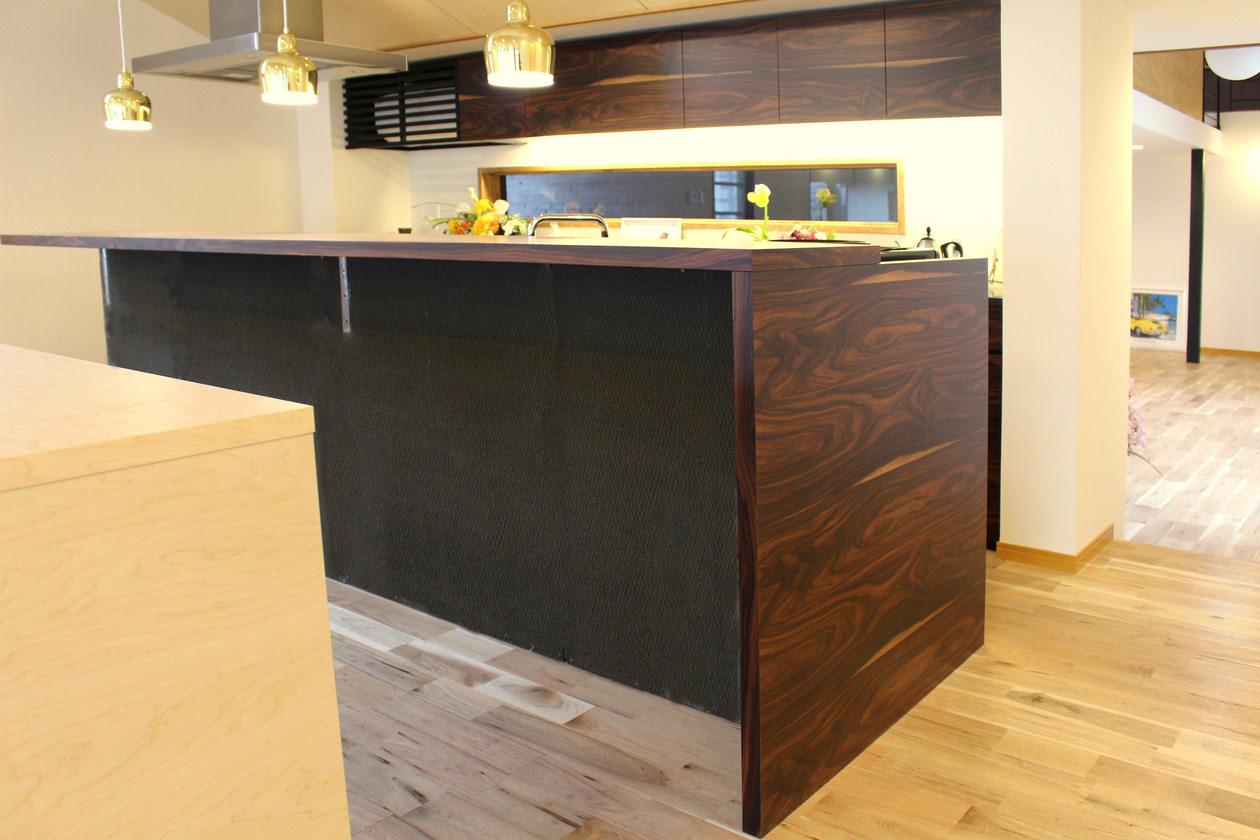 オーダー家具・パープルウッドの突板を使用した造作カウンター