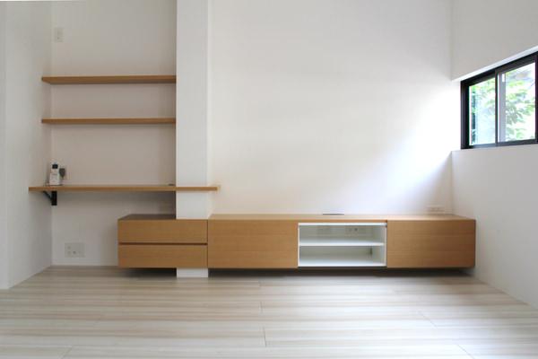 造作家具・オーク材で製作した造作テレビボードとキッチン収納