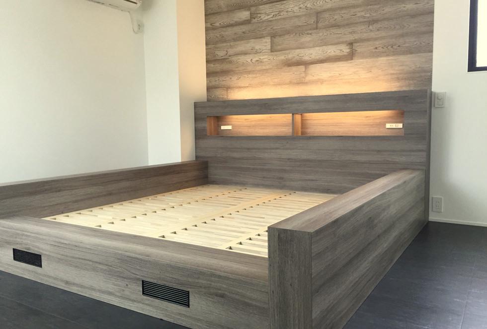 造作家具・メラミン化粧板を使ってオーダー製作した間接照明のついたベッド