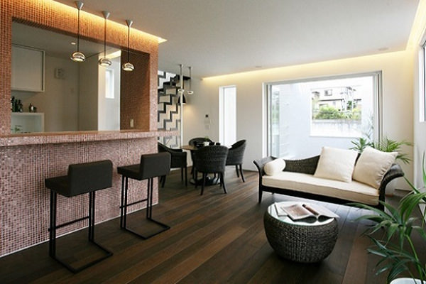 キッチンカウンターにタイルを貼り、間接照明を施したモダンアジアンテイストのインテリアコーディネート