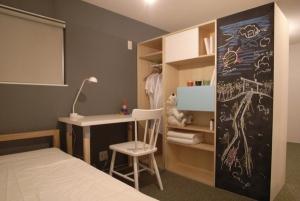 子供部屋を二つにしきる収納ユニット