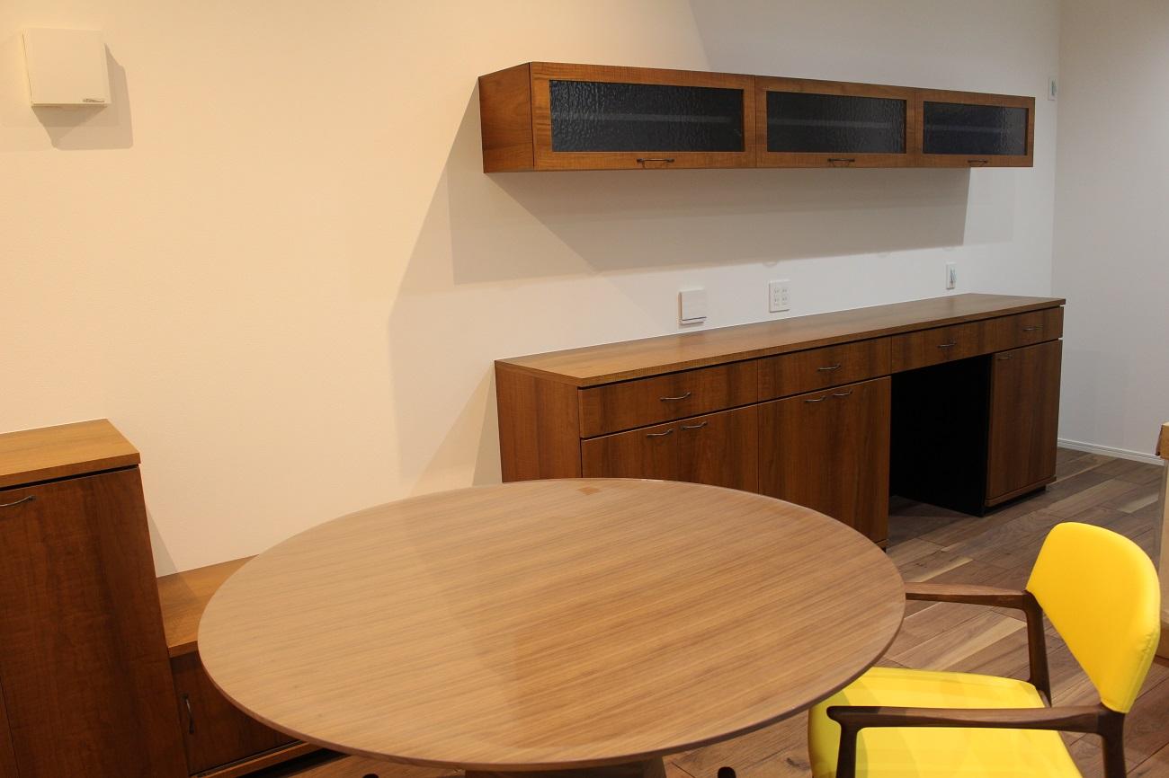 造作家具・チーク突板を使用したキッチン収納。