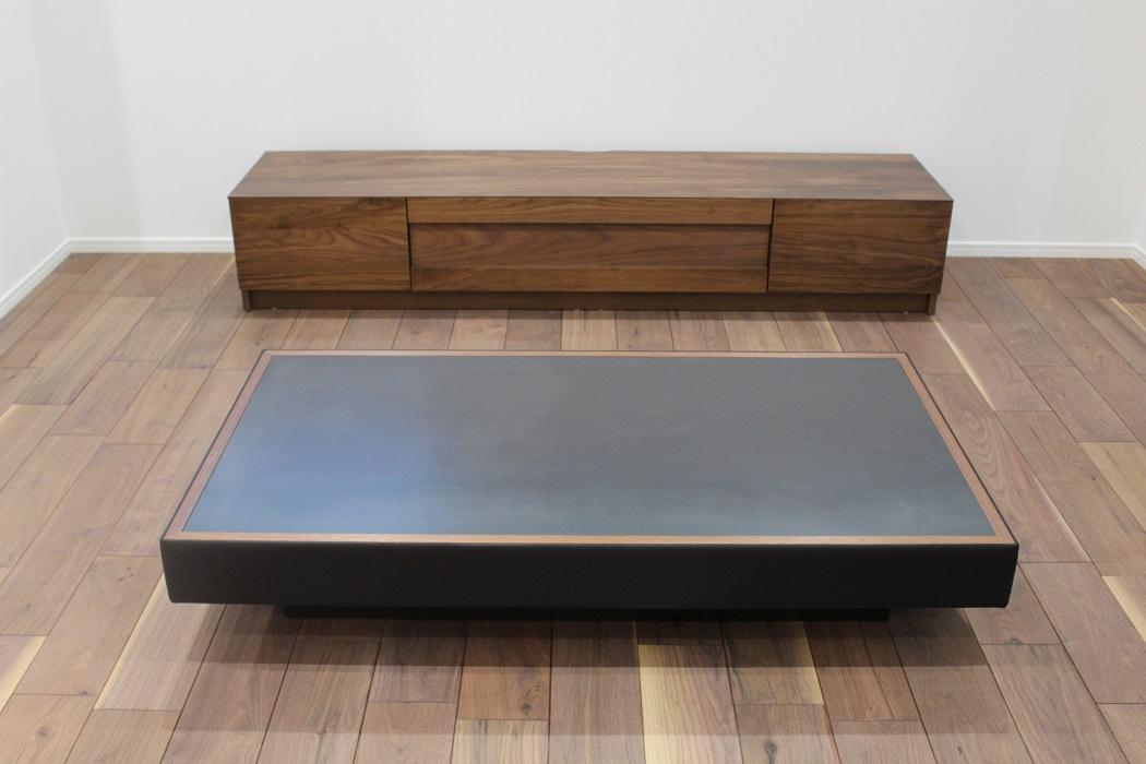 オーダー家具・黒皮鉄と本革で製作したリビングテーブル