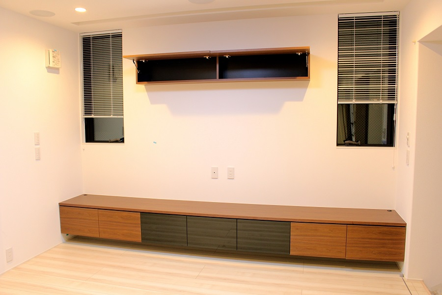 ウォールナット突板を使った造作テレビボード・壁面収納
