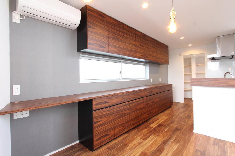 パープルウッド突板を使用した造作キッチン収納・食器棚