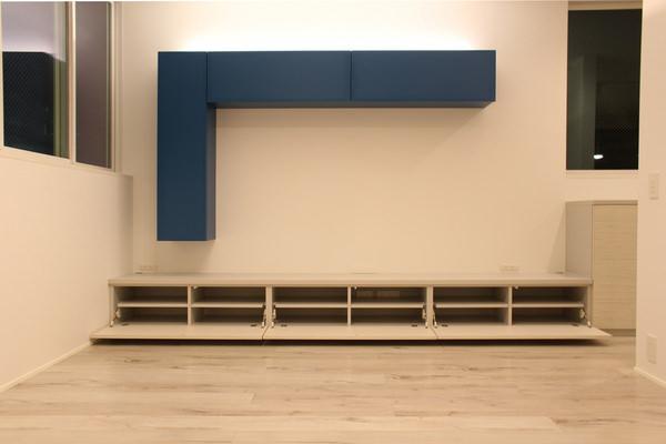 壁付けの造作テレビボード