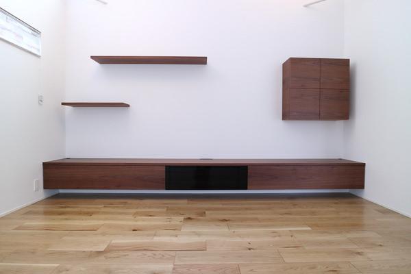 造作家具・ウォールナット突板を使って製作した壁付けテレビボード